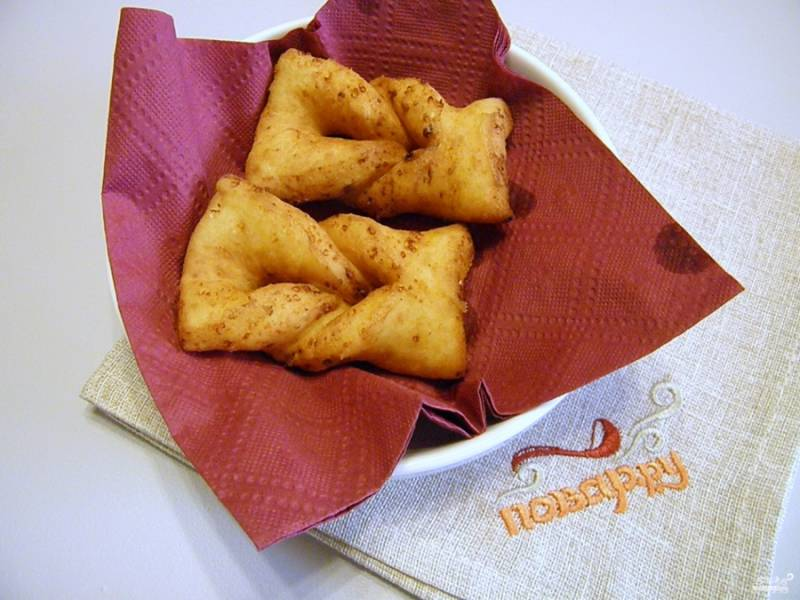 После обжарки выкладывайте вергуны на салфетку бумажную, чтобы стек лишний жир.