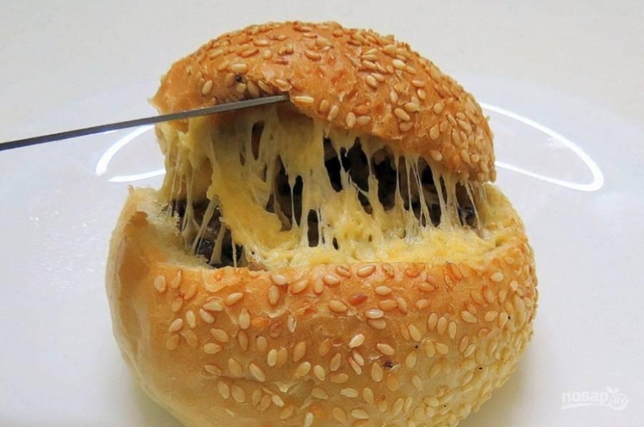 Булочки разогрейте пару минут в микроволновке или минут 10 в духовке. Вкусного вам завтрака!