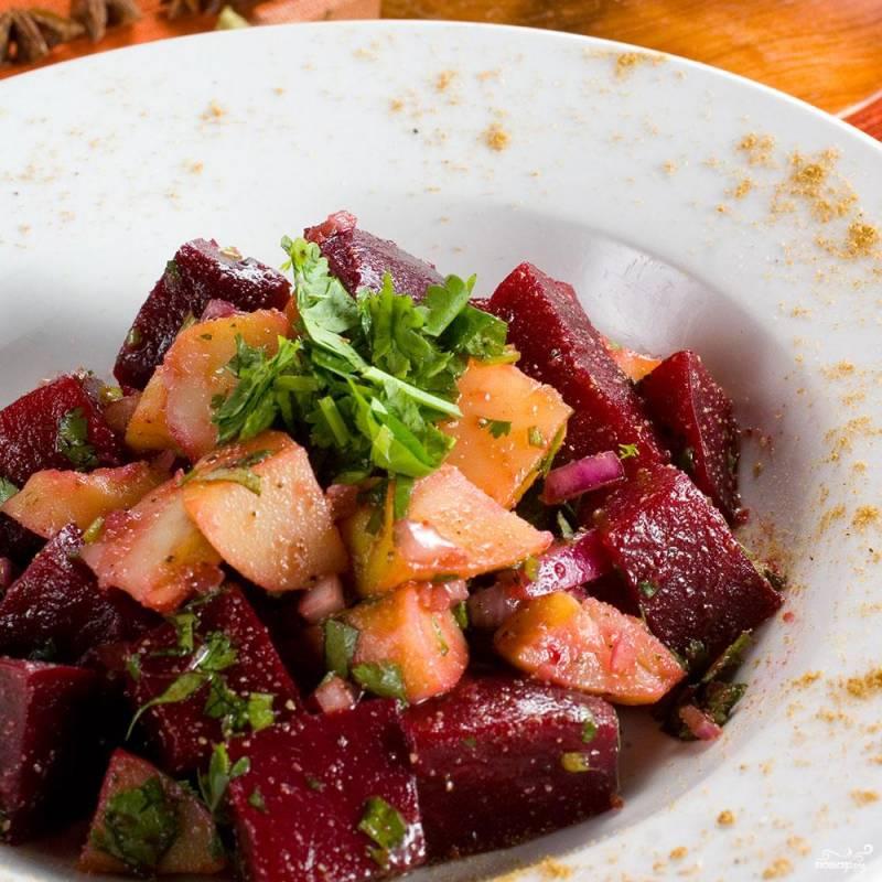 Салат из картофеля и свеклы