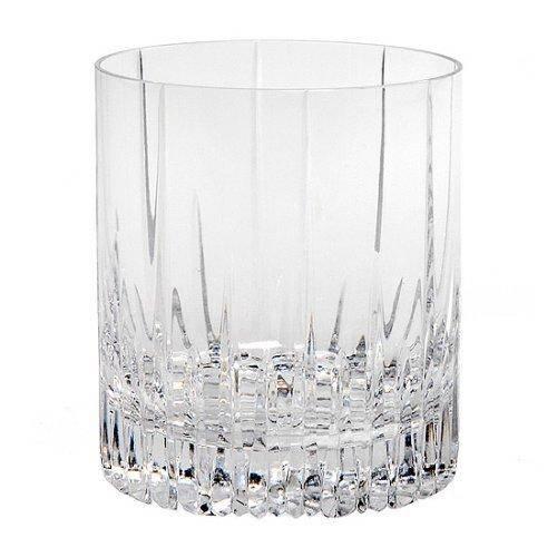 Для данного коктейля необходимы старомодные низкие стаканы с широким донышком. Убедитесь, что в стакане не менее 250 граммов, иначе вам некуда будет положить лед, и напиток будет слишком крепким.
