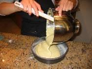 Переместите смесь в форму для выпечки и поместите в духовку на 30-45 минут до золотистого цвета.