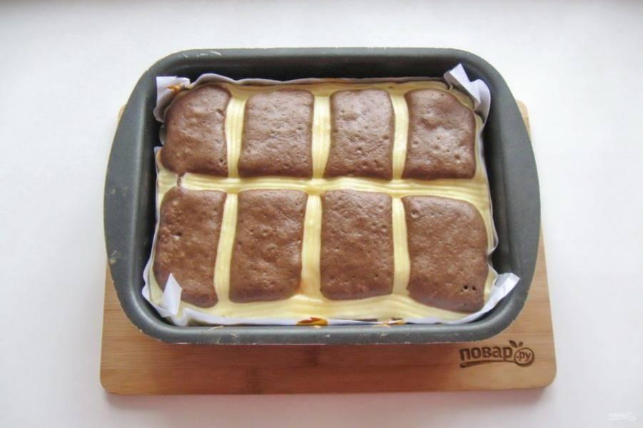Выпекайте пирог в духовке, разогретой до 175-180 градусов 35-40 минут.