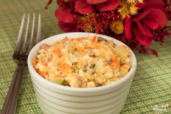 Заправьте салат майонезом и подавайте к столу. Приятного вам аппетита!