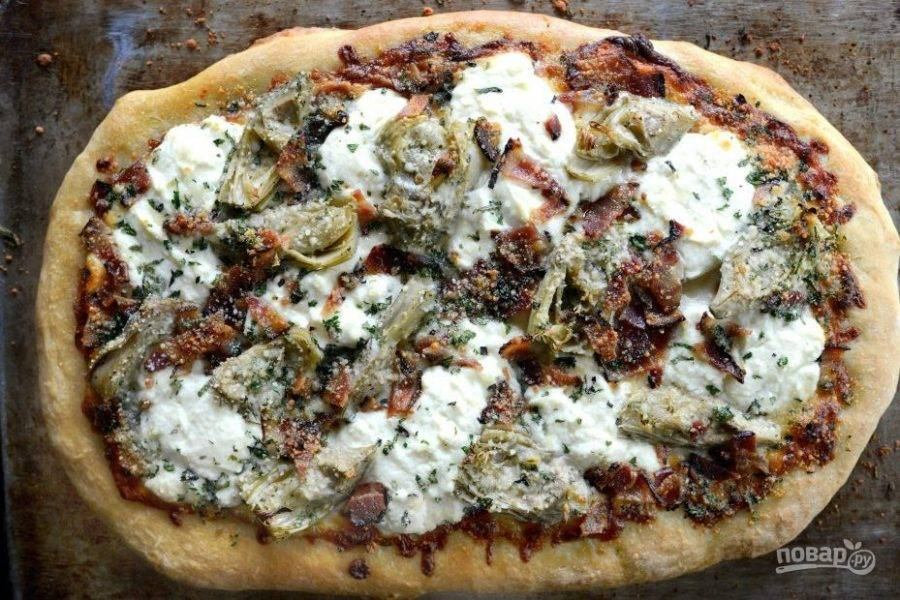 4. Запекайте пиццу ещё 12 минут. Приятного аппетита!