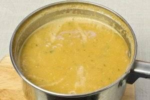 Ну, а если вам больше по душе суп-пюре — измельчите его при помощи блендера, но не сильно. Подавайте с крутонами, посыпьте льняными зёрнышками.