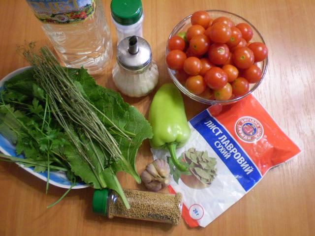 Помидоры и перец болгарский вымыть. Очистить чеснок. Вымыть листочки.