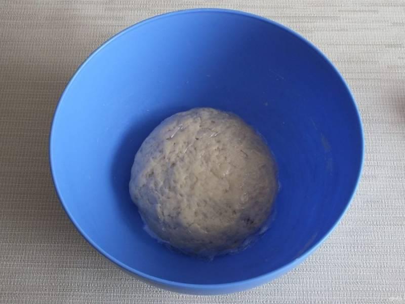 Соберите тесто в комок и закройте пищевой пленкой или пакетом. Оставьте на 30 минут при комнатной температуре.