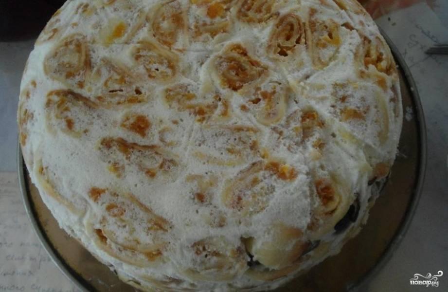 Утром снять бумагу, а торт аккуратно перевернуть в блюдо. Бумагу выкинуть.
