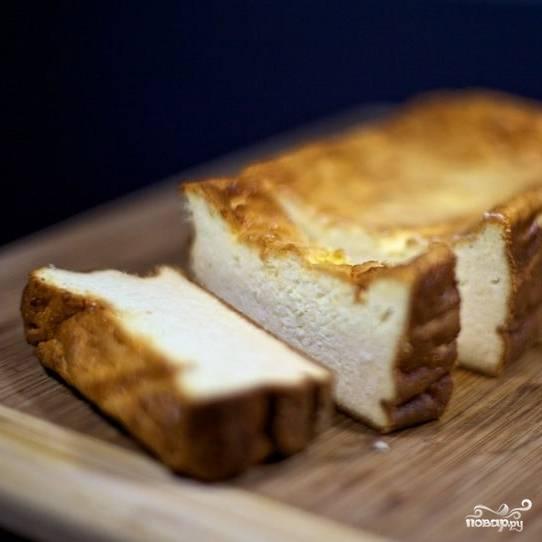 Следующим утром останется всего лишь нарезать наш сырный торт и подать к чаю или кофе. Приятного аппетита! :)
