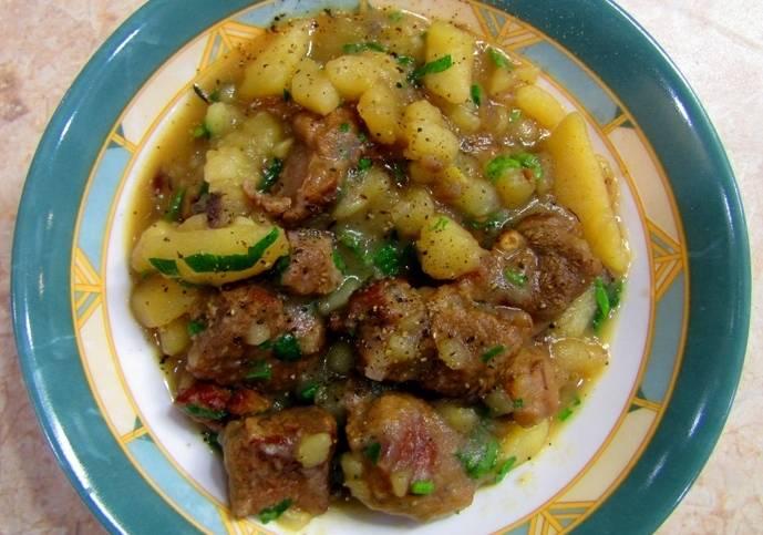 Соус из баранины с картошкой готов. Приятного всем аппетита!
