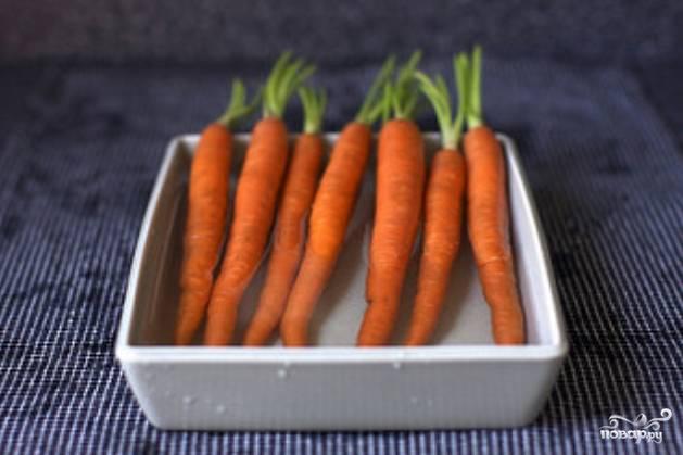 1. Первым делом вымойте (можно предварительно замочить) морковь.