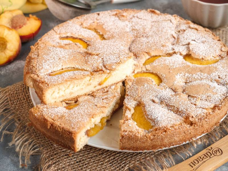 Бисквит с персиком