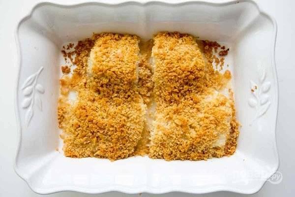 6.Отправьте форму в разогретый до 170 градусов духовой шкаф на 20 минут (тут зависит от толщины рыбы).