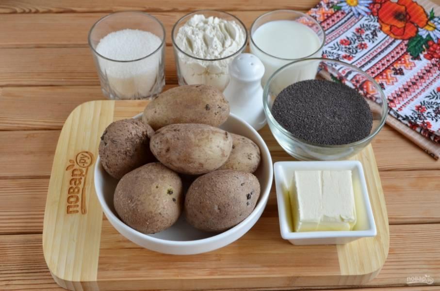 """Подготовьте продукты. Отварите картофель """"в мундире"""" в воде с солью. Остудите его и очистите от кожуры. Вес чистого картофеля без кожуры — 600 грамм!"""