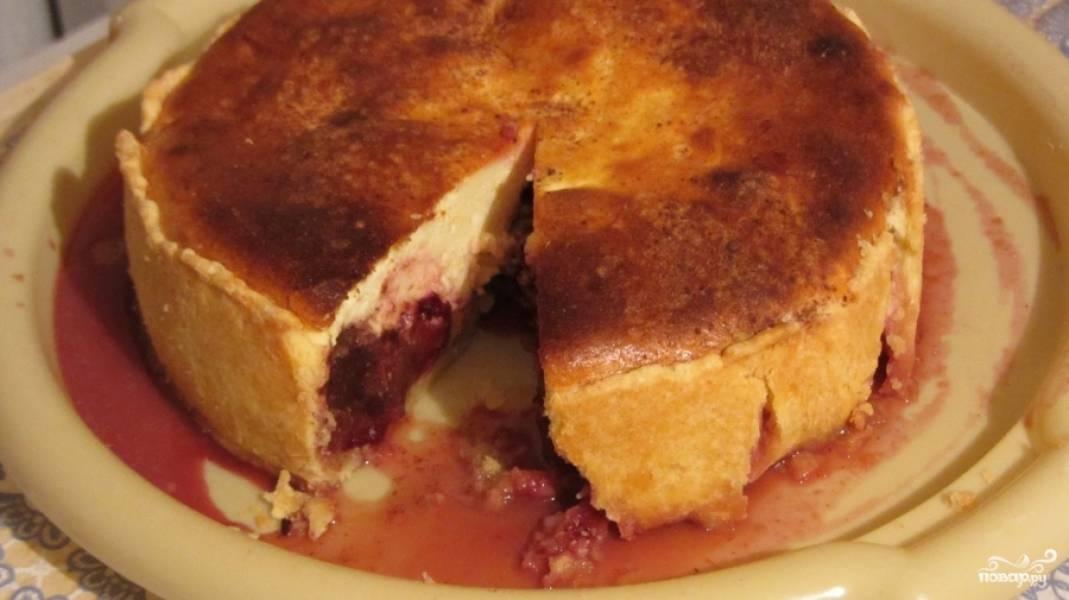 Пирог должен полностью остыть, после чего подаем его к столу. Приятного аппетита!