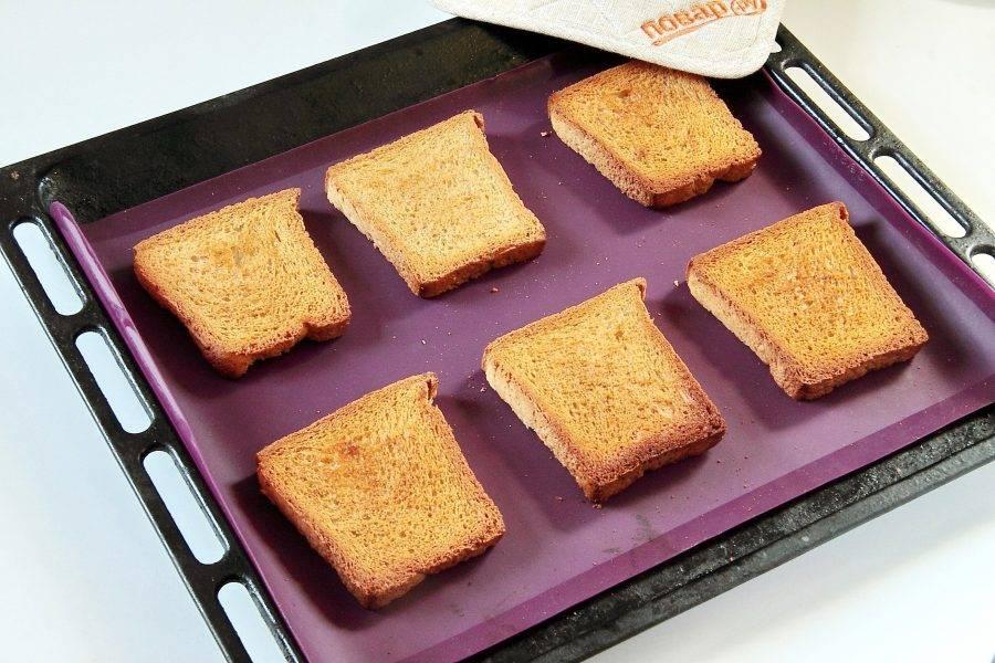 Подрумяньте в разогретой до 220 градусов духовке и переверните румяной стороной вверх.