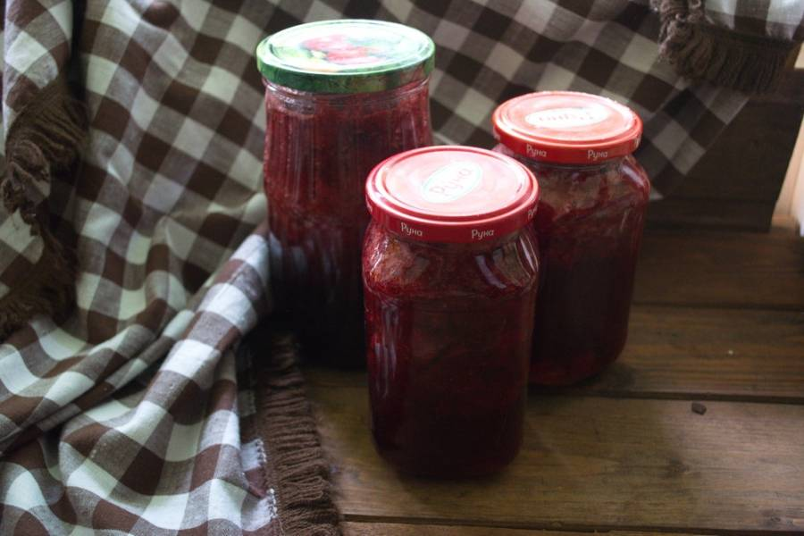 Варенье остынет и застынет. Оно не будет как джем слишком густым, но варится очень быстро и достаточно густое. Целые кусочки ягод особенно интересны.