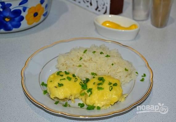 10. К столу подавайте с овощами, зеленью, соусом и любимым гарниром. Приятного аппетита!
