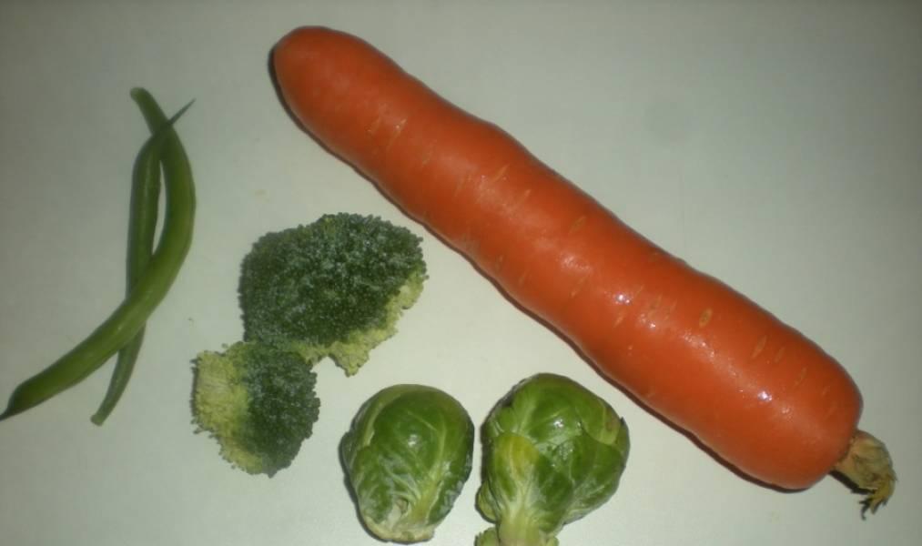 Подготовьте овощи для гарнира. Картофель можно сварить.