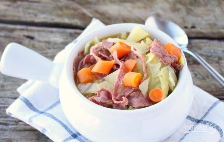 Из готового супа достаньте тимьян и лавровые листья. Приятного аппетита!