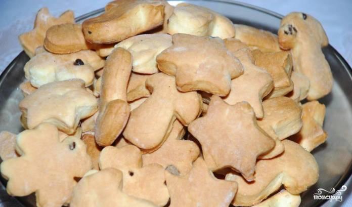 Печенье нужно выпечкать при температуре 180 градусов. Время приготовления составляет около 20 минут. Не нужно передерживать печенье в духовке, чтобы оно не стало сухим и твёрдым.