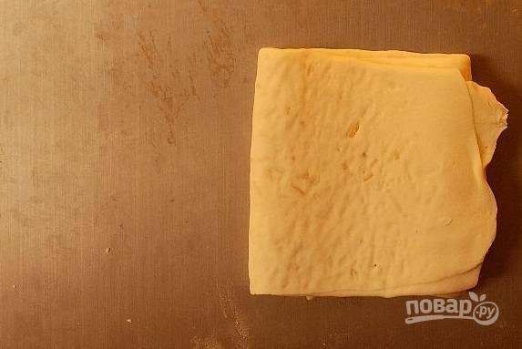 8. Полученный пласт еще разок раскатайте, чтобы получился прямоугольник.