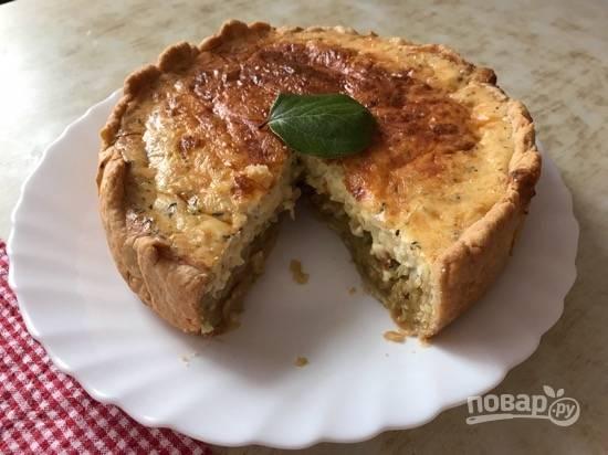 12. Готовый пирог достаньте из формы и подавайте горячим. Приятного аппетита!