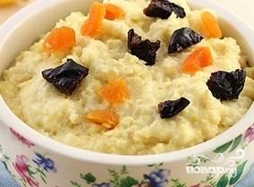 Разложите кашу по тарелкам. Подавайте со свежими фруктами, медом, изюмом, курагой - на ваш выбор. Приятного аппетита!