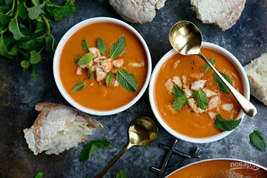 6. Подавайте суп с мятой и чёрным перцем. Приятного аппетита!