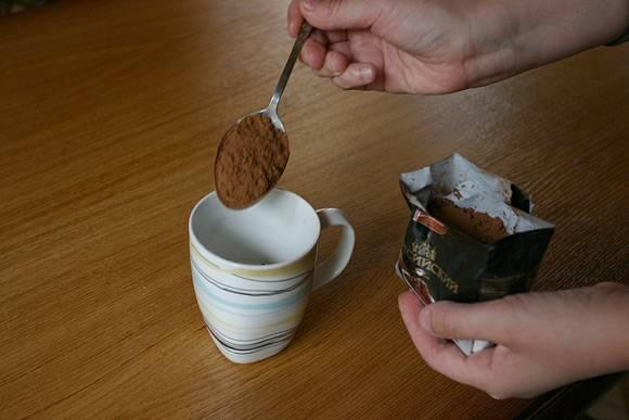 2. Добавим какао, смешаем.