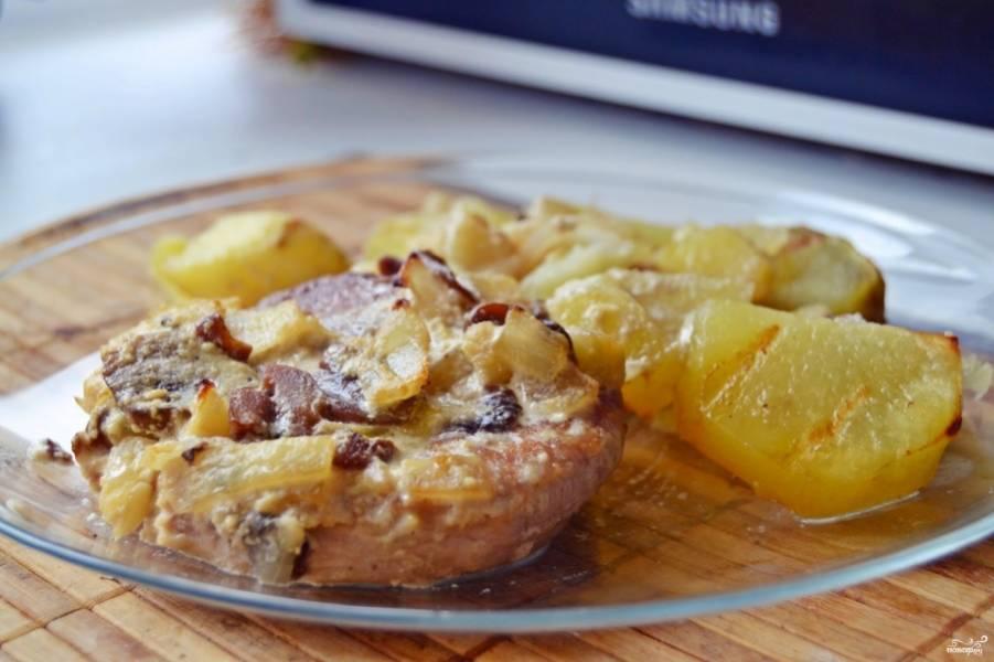 7. Готовое блюдо подается в горячем виде порционно или на большом глубоком блюде (чтобы как можно дольше сохранить температуру).