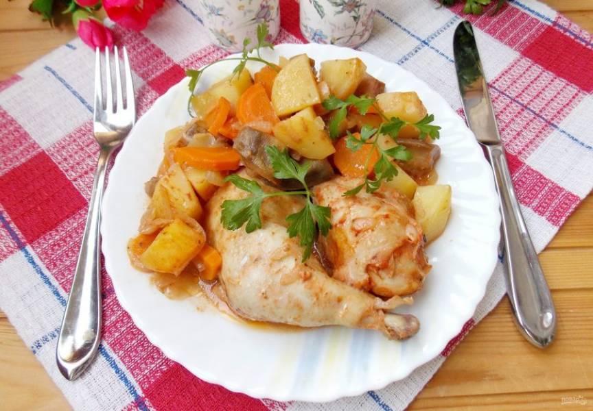 Рагу с курицей и баклажанами готово.
