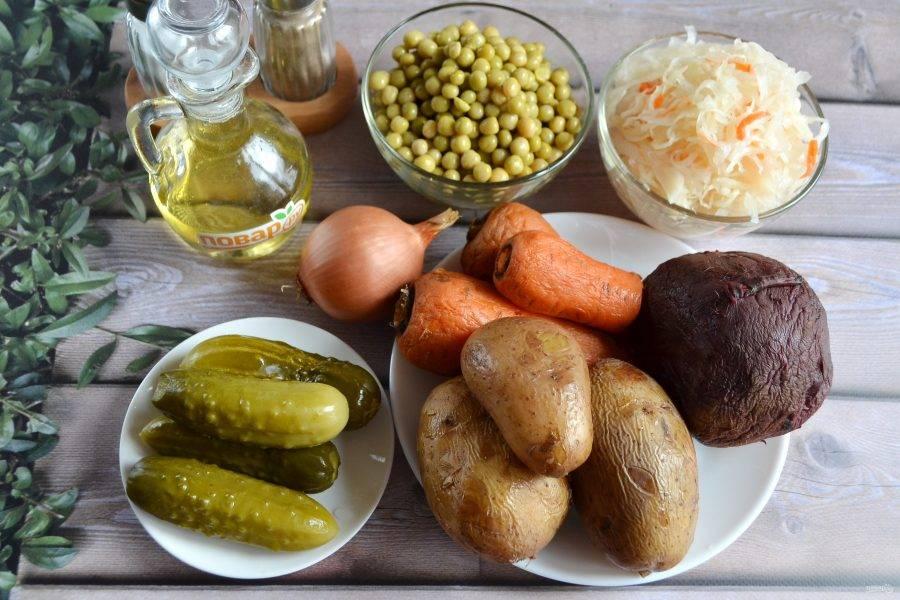 1. Подготовьте продукты. Отварите овощи до готовности, охладите, очистите.