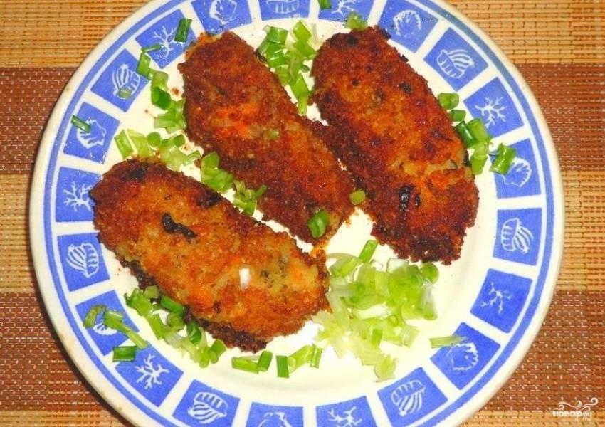 Обжарьте наггетсы на сковороде в масле с двух сторон до румяного цвета. Приятного аппетита!