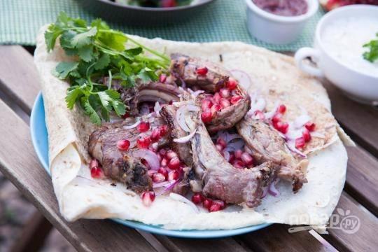 Запекайте мясо с обеих сторон до румяной корочки. Приятного аппетита!