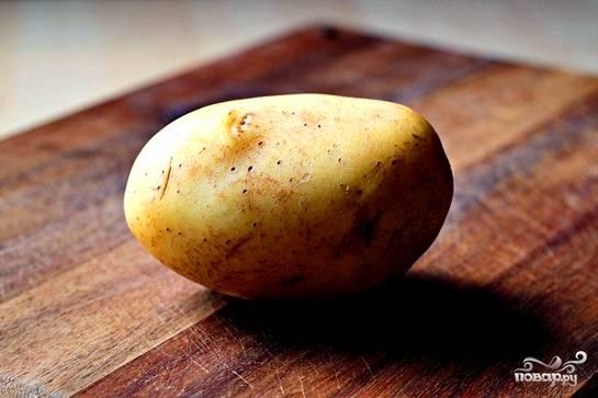 Каждую картофелину хорошенько вымыть и обсушить.