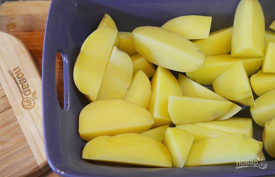 4. Выложите картофель в жаропрочную форму.