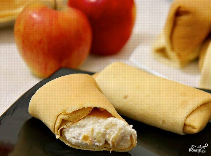 Блинчики с творогом и яблоками