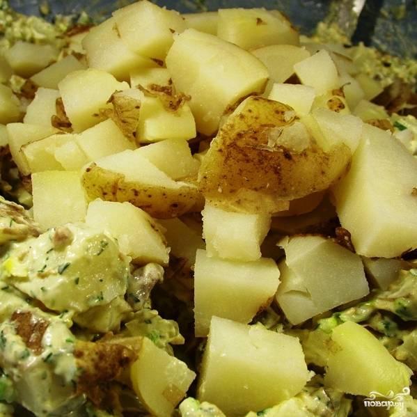 Как вы наверное уже догадались, добавляем нарезанный картофель в салат.