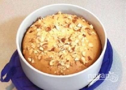 Когда кекс испечется, дайте ему 5-7 минут постоять— в это время внутри вашего пирога еще идет процесс выпечки.
