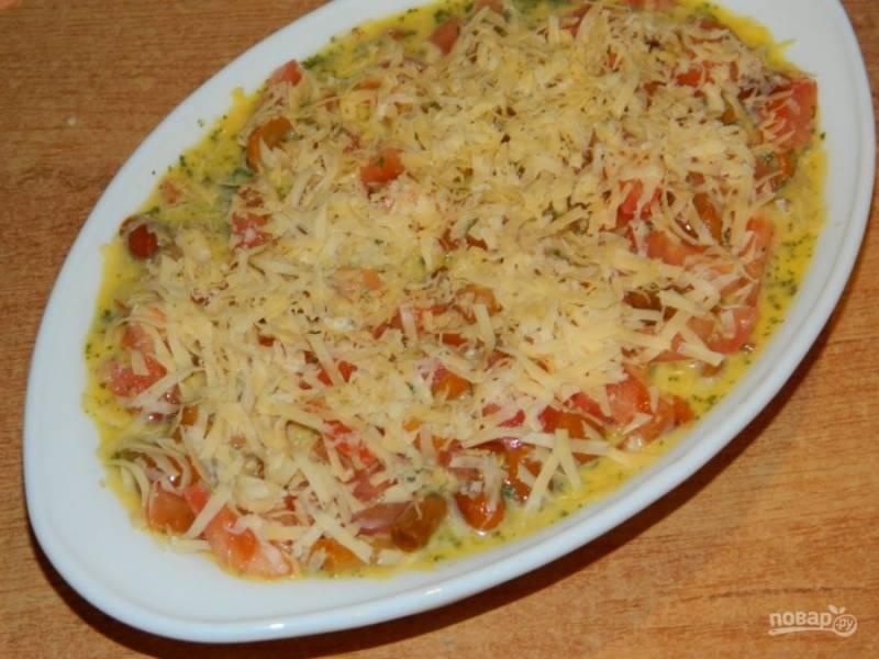Посыпьте тертым сыром и поставьте в духовку, разогретую до 200 градусов минут на 30-40.
