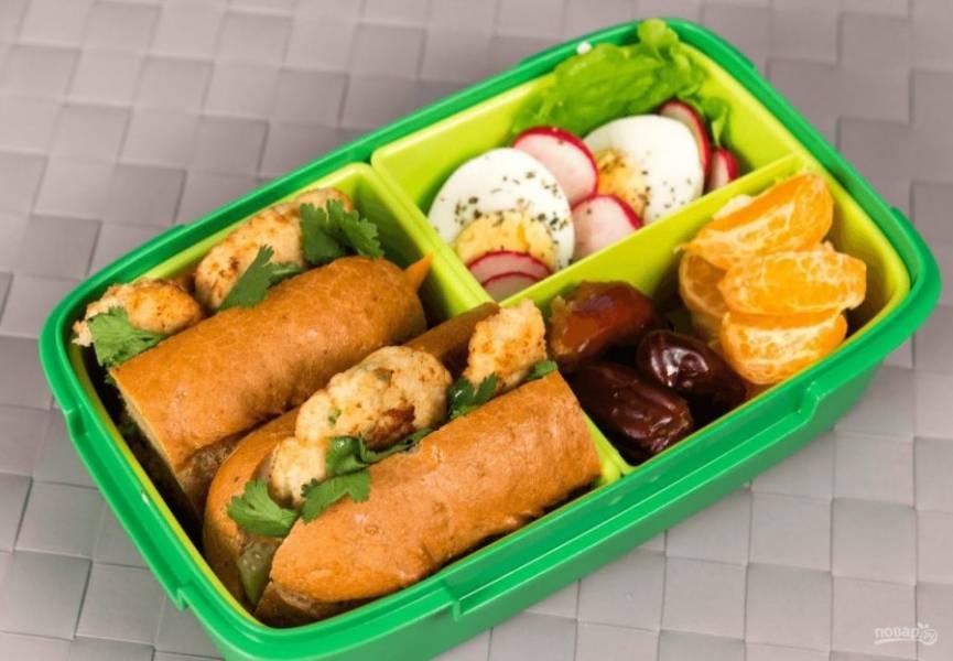 5. Поместите сэндвич в ланч-бокс. Приятного аппетита!