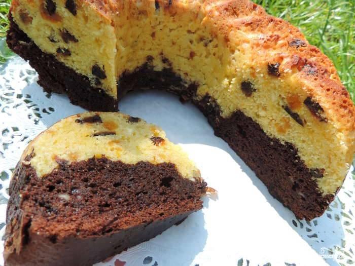 Кекс печем в духовке при 170 С. Время приготовления — 1 час. Вынимаем кекс из формочки и выкладываем на тарелку. Приятного аппетита!