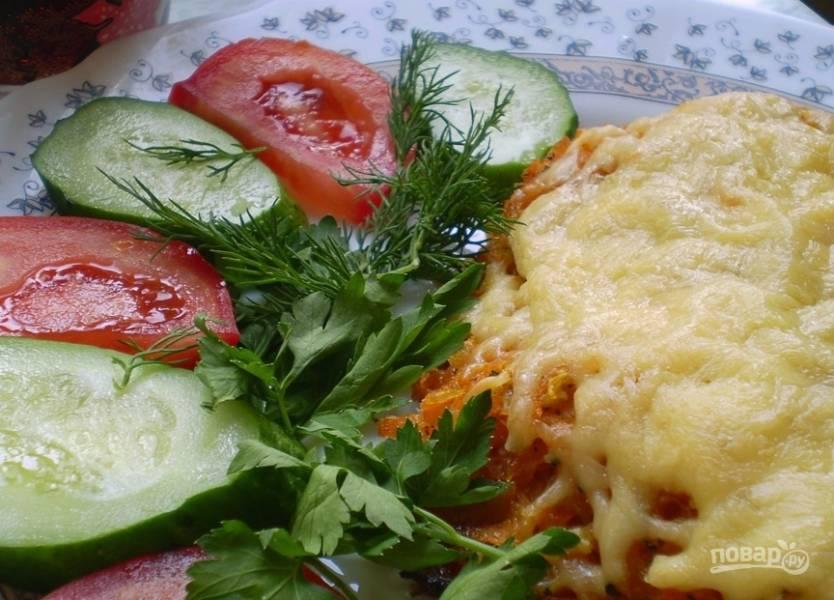 Тилапия с помидорами и сыром