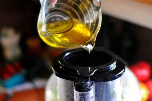 Залейте оливковым маслом.