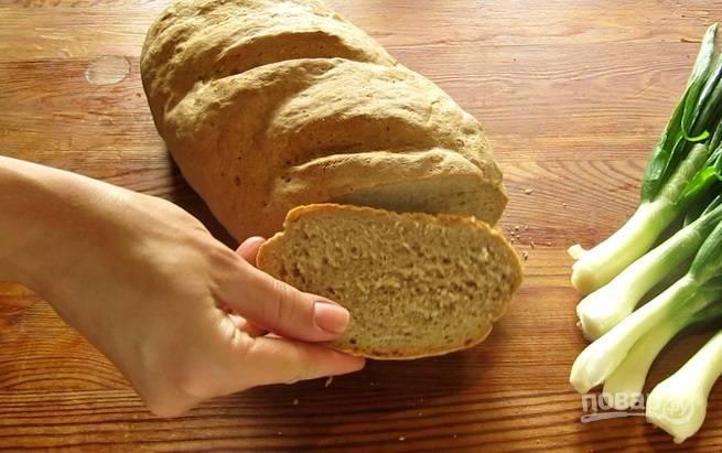 6.Достаньте хлеб и дайте ему отдохнуть несколько минут, а затем нарезайте его и пробуйте.