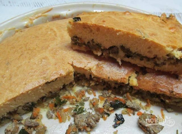 Запекайте пирог в разогретой до 180 градусов духовке в течение 55 минут. Приятного аппетита!