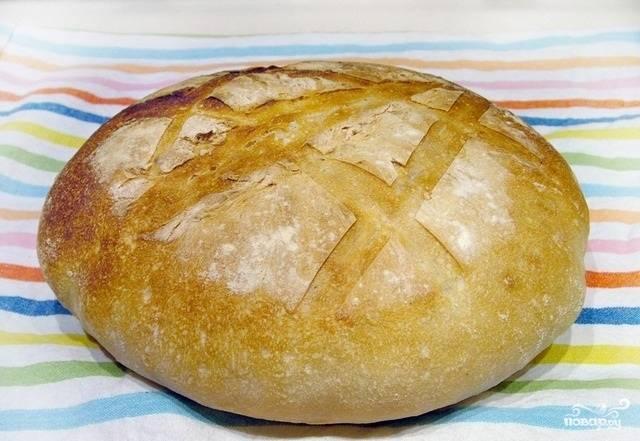 11.Оставим хлеб в духовом шкафу при температуре 200-230 градусов, выпекаем его минут 30-40.