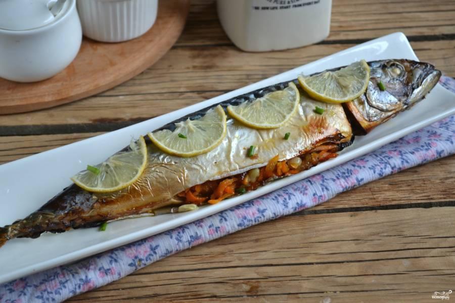 Запеченная скумбрия в фольге с морковью