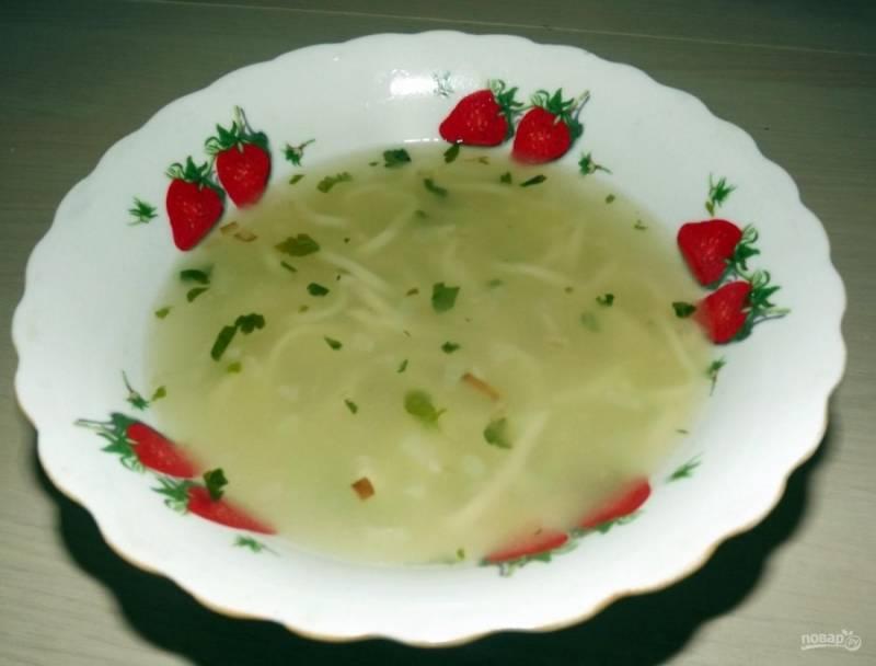 7.Готовый суп настаиваю пару минут под закрытой крышкой и подаю к столу обязательно горячим, приятного аппетита!